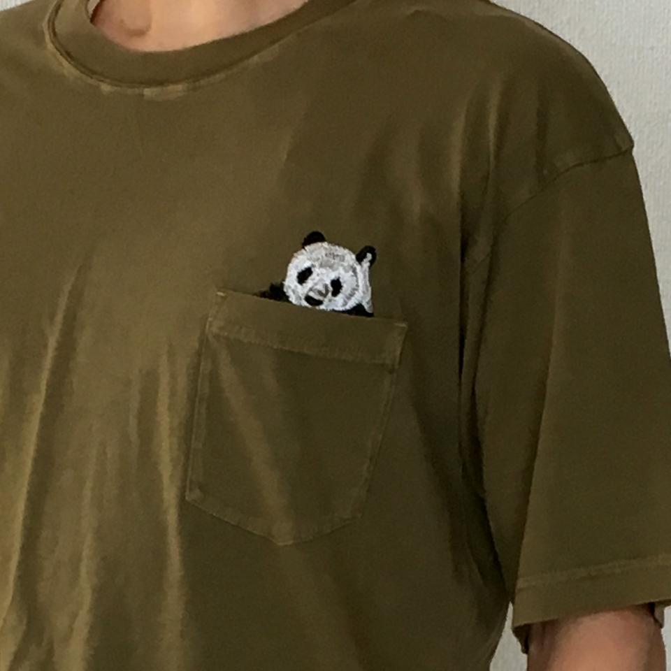 のぞくパンダ刺繍Tシャツ着用ポケットアップ