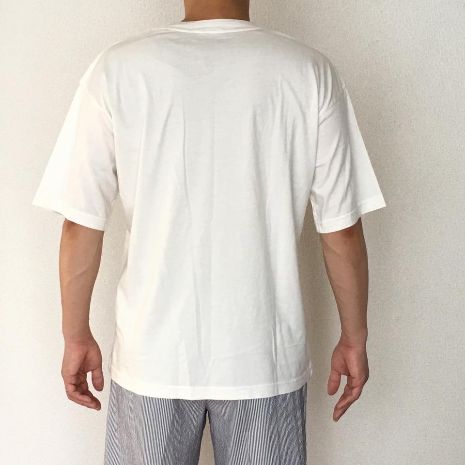 のぞくゴリラ刺繍Tシャツ着用バックスタイル