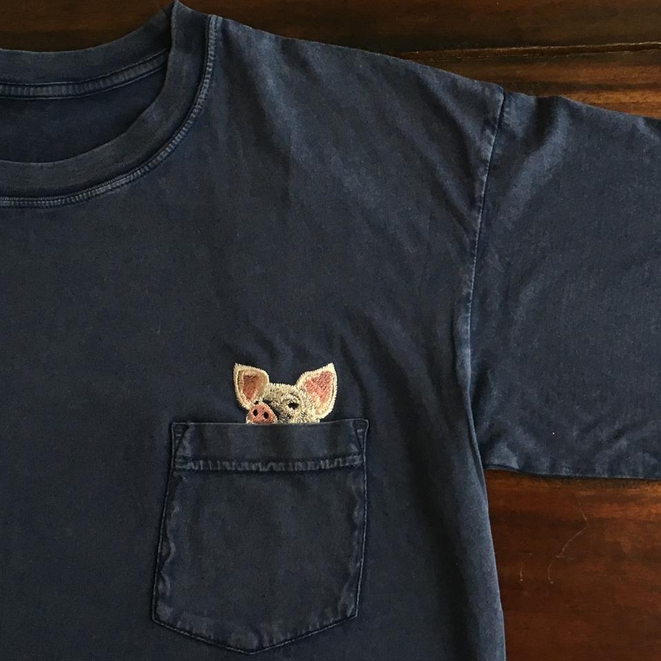 のぞくブタ刺繍Tシャツひらおき