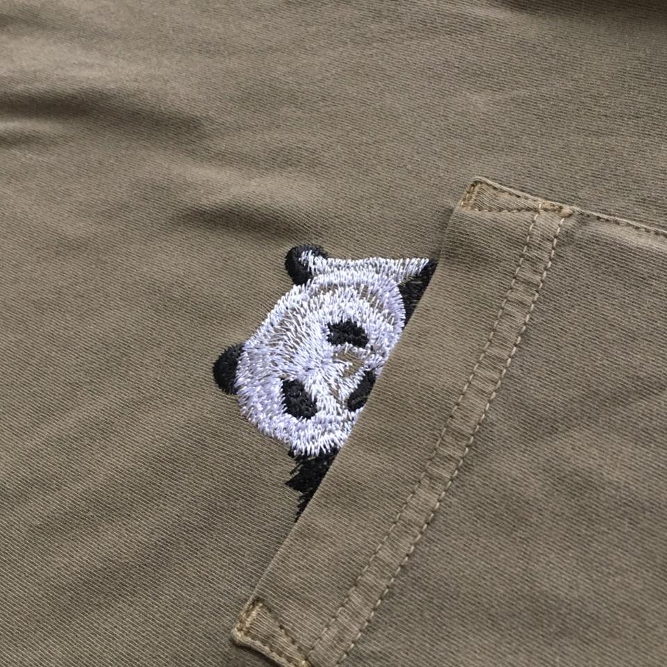 のぞくパンダ刺繍Tシャツひらおきポケットアップ