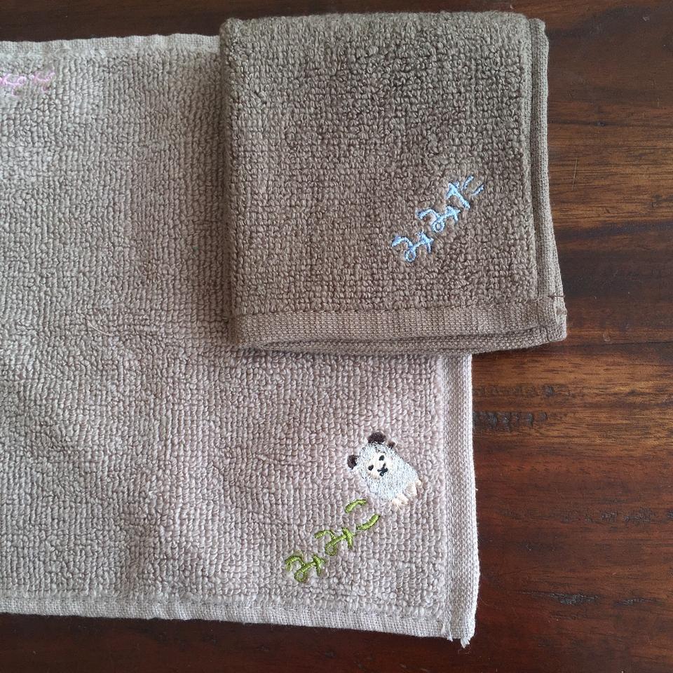 無撚糸タオルハンカチ刺繍みみこ刺繍位置A