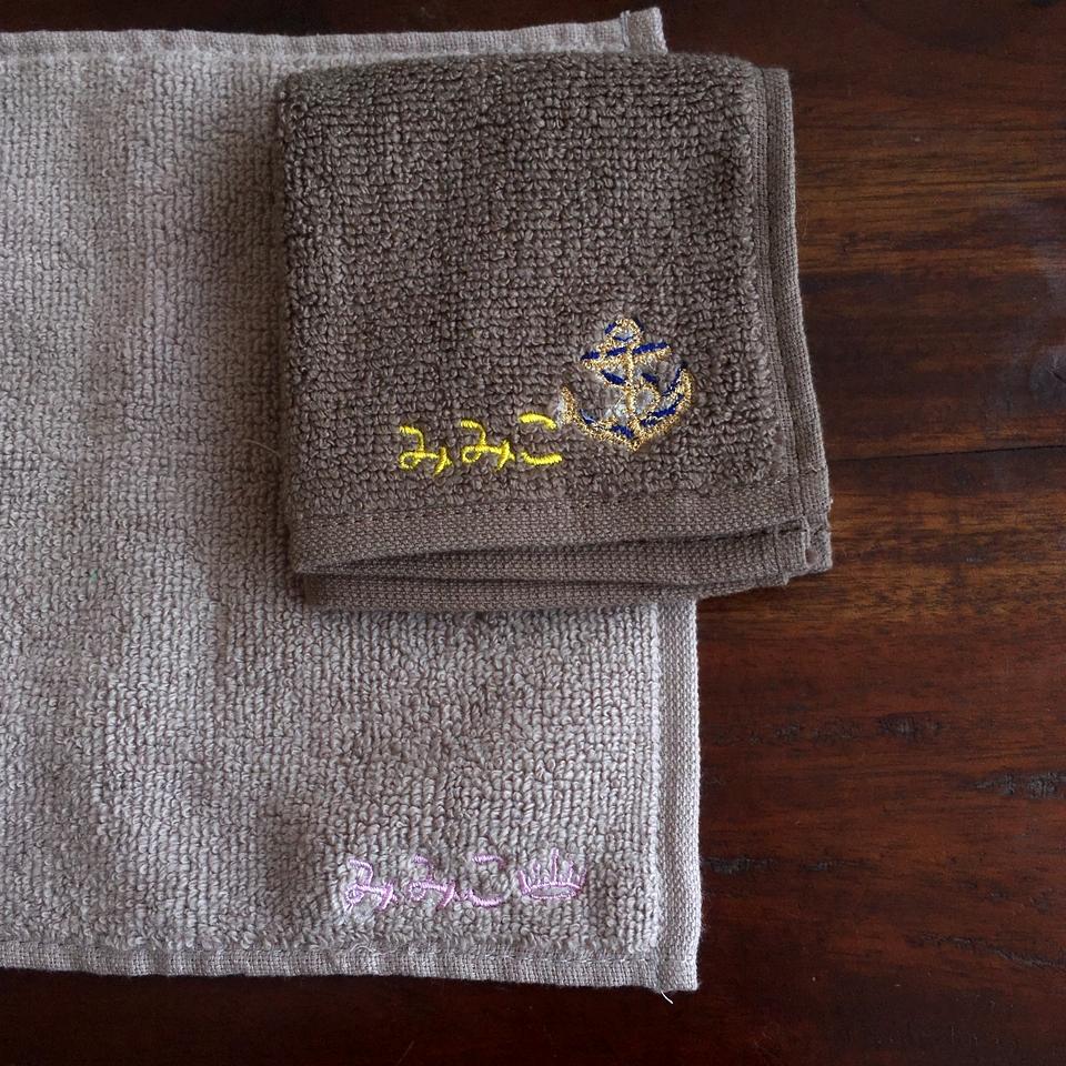無撚糸タオルハンカチ刺繍みみこ刺繍位置B