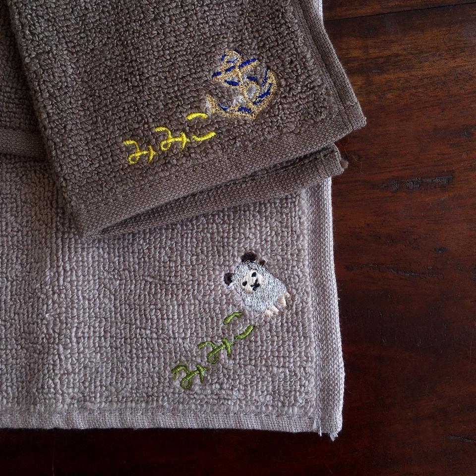 無撚糸タオルハンカチ刺繍みみこ刺繍位置AB