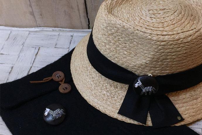 シマウマ 刺繡ボタン帽子とポーチ