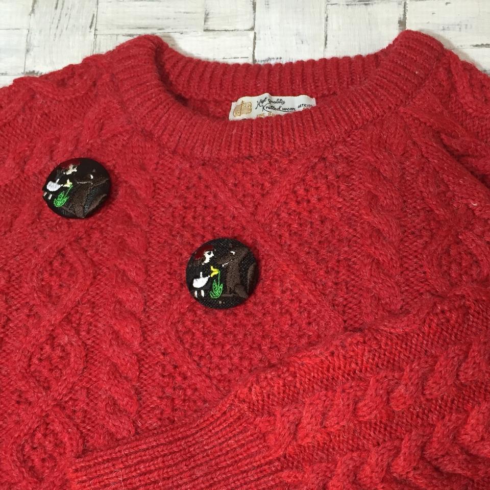赤頭巾ちゃん[花]38mm刺繍くるみボタンはドイツ切手を刺繍したくるみボタンのアクセサリー/セーター