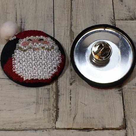 サンタスマイル刺繍くるみボタン背面