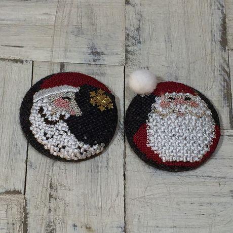 サンタスマイル刺繍くるみボタン月と一緒