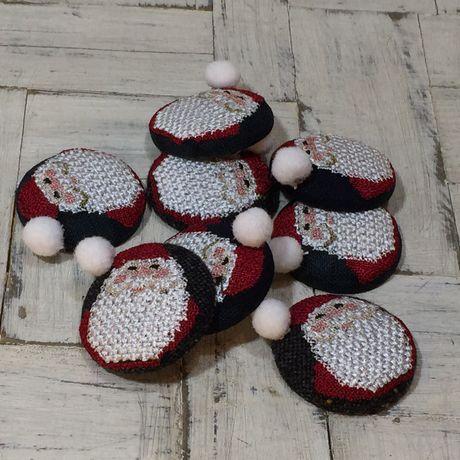 サンタスマイル刺繍くるみボタンx460