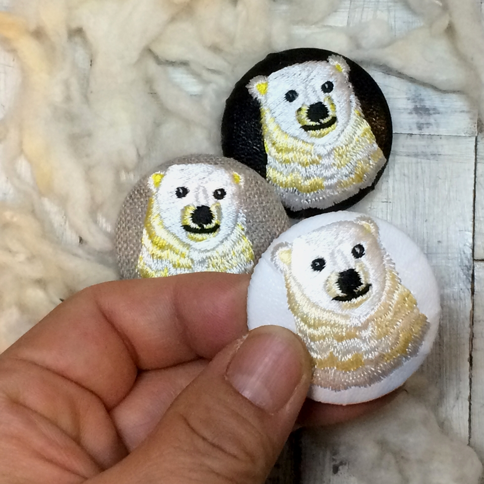 白熊ママ[黄]刺繍くるみボタン/ハンド