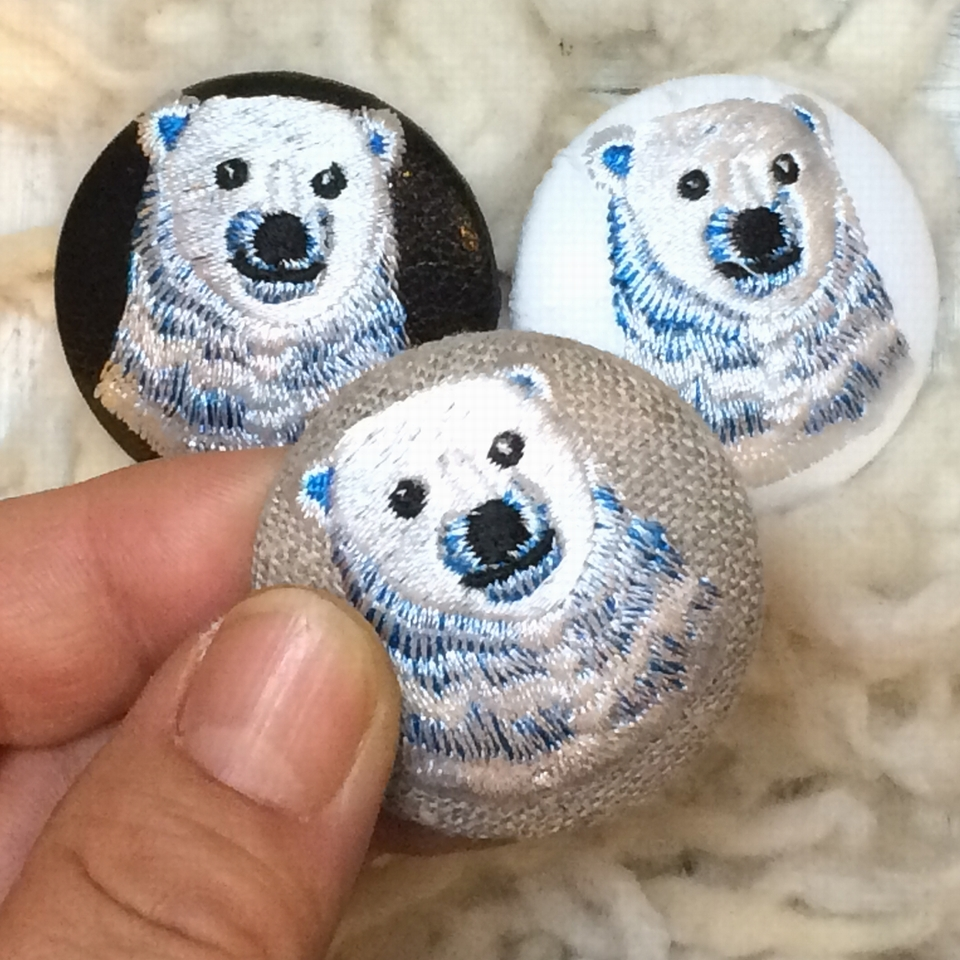白熊ママ[青]刺繍ボタン/ハンド
