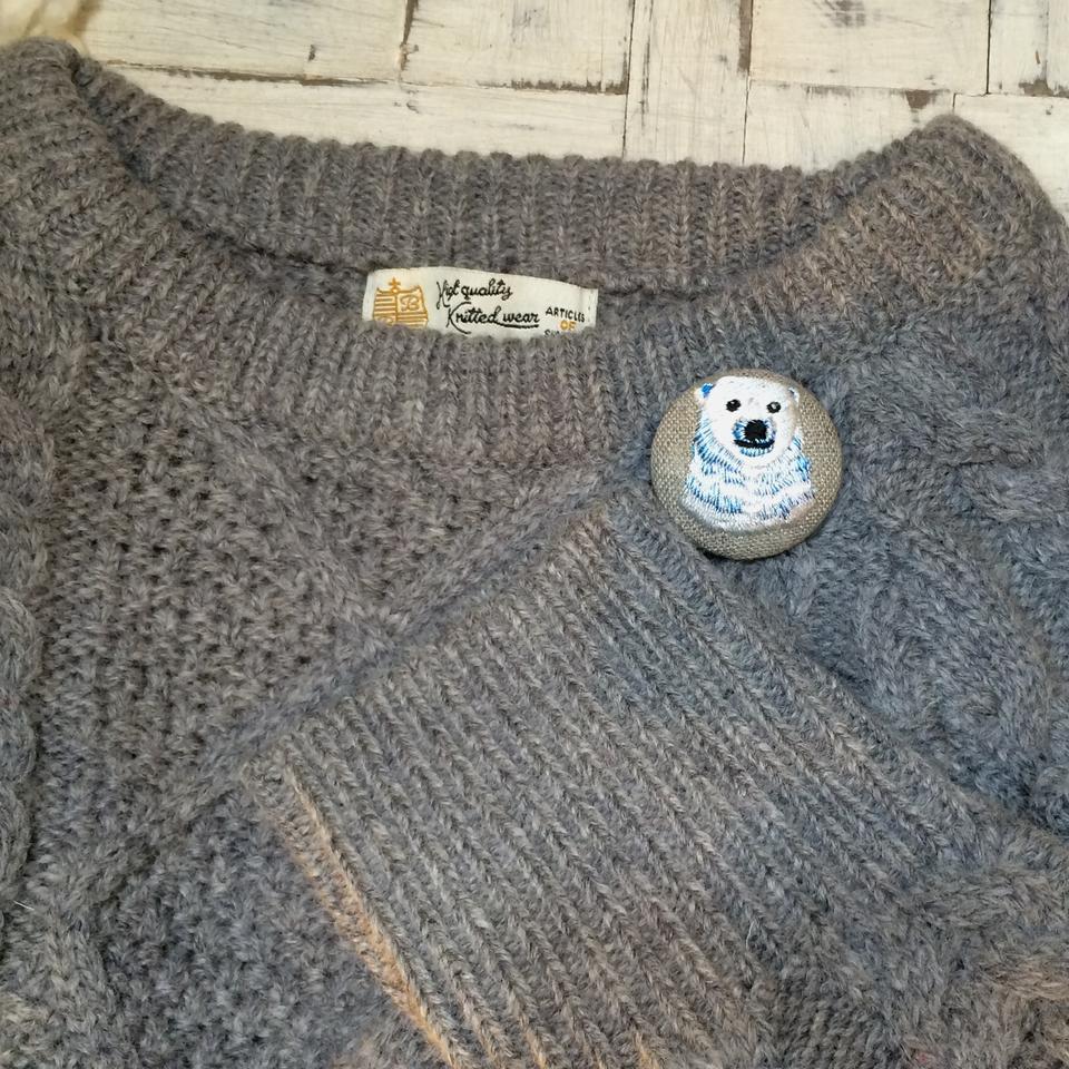 白熊ママ[青]刺繍くるみボタン/セーター