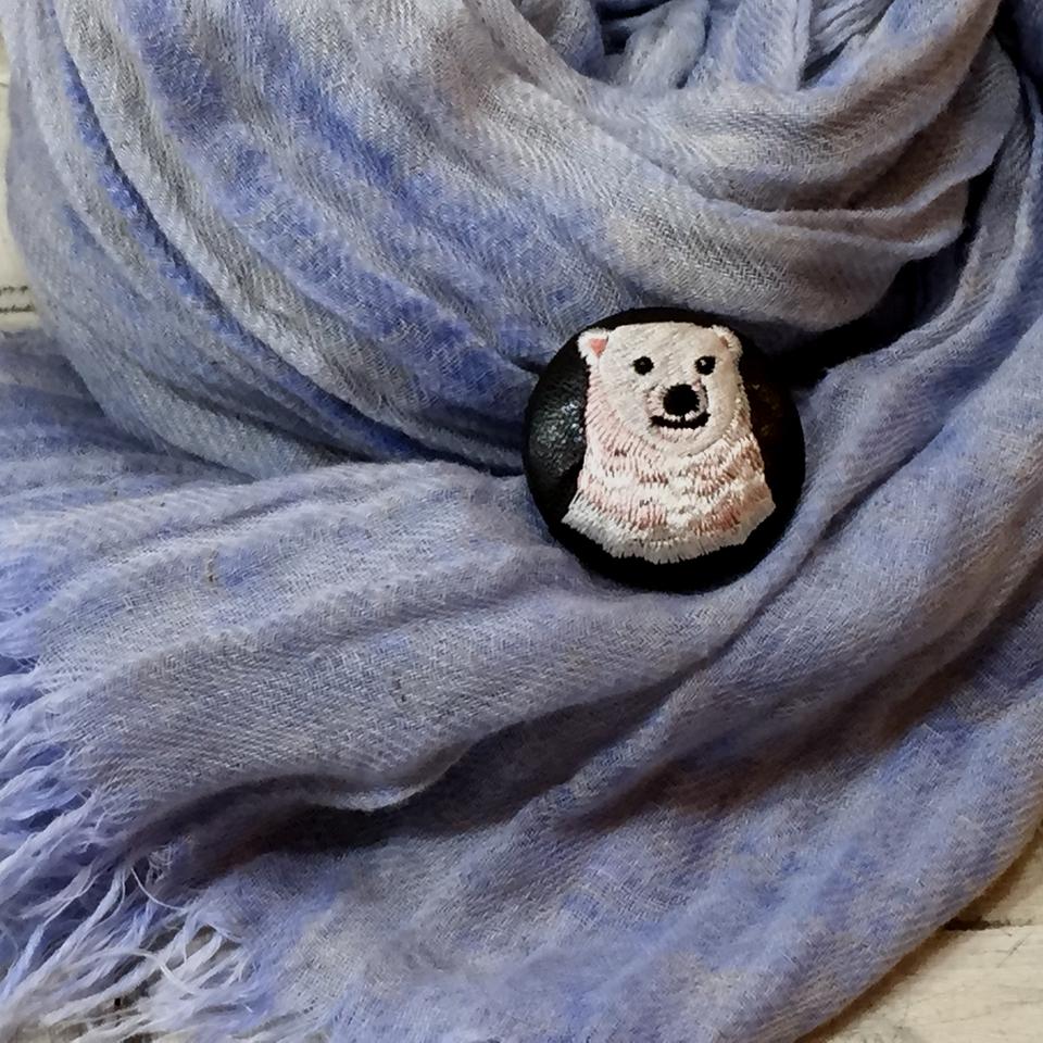 白熊ママ[ピンク]刺繍くるみボタン/ストール