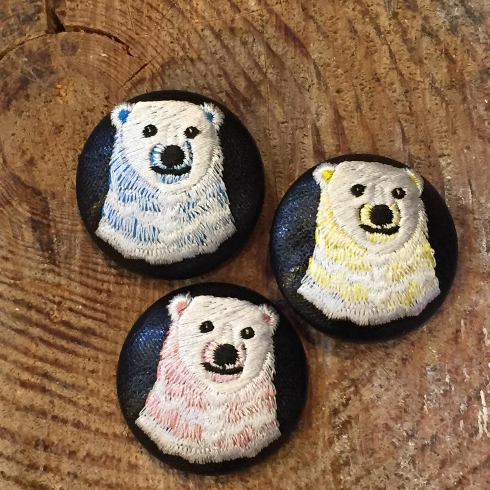 白熊ママ刺繍くるみボタン/3色並べて