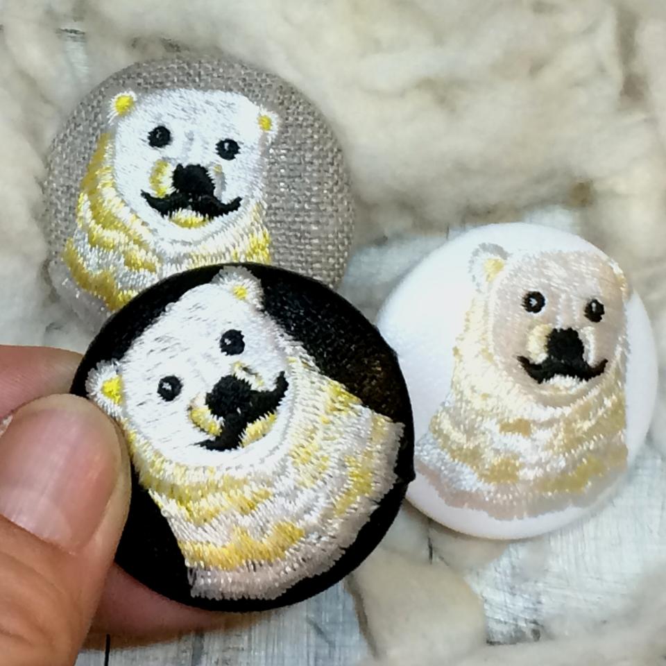 白熊パパ[黄]刺繍くるみボタン/ ハンド