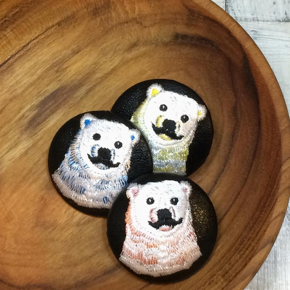 白熊パパ刺繍くるみボタン/ 3色木の皿黒革