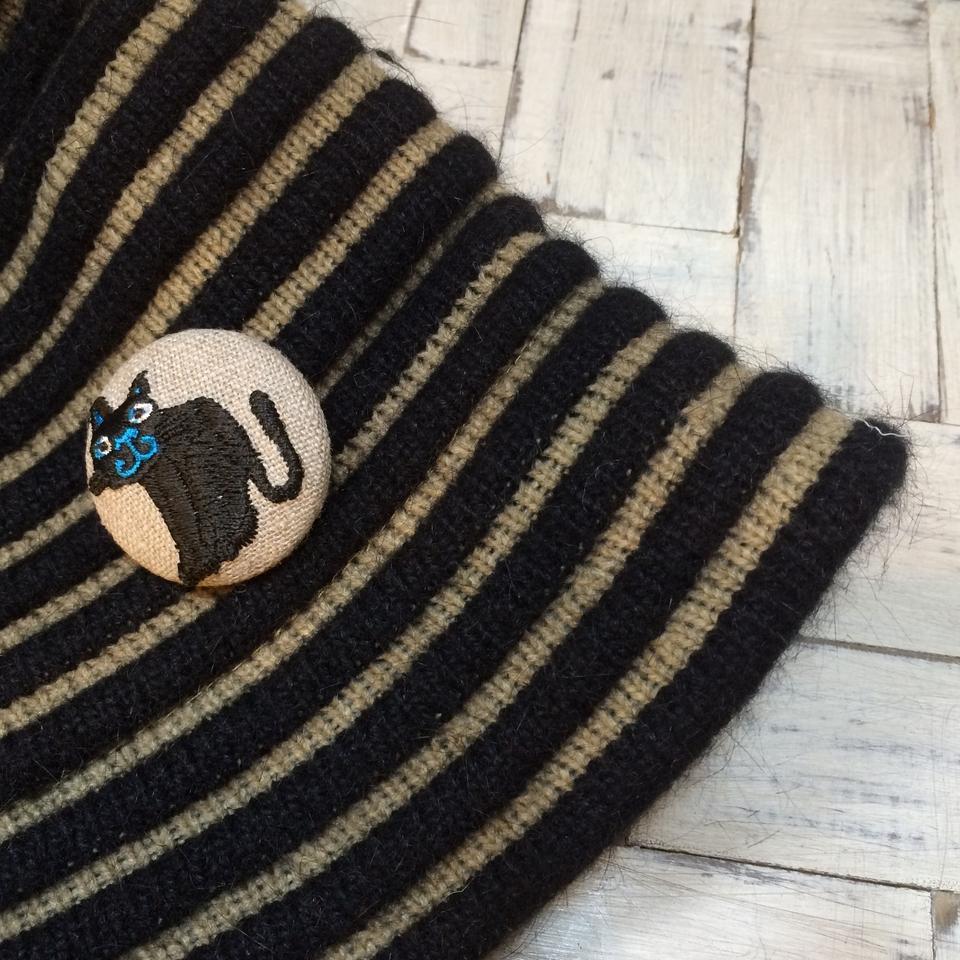 スマイル黒ネコ刺繍くるみボタン/帽子麻Natural