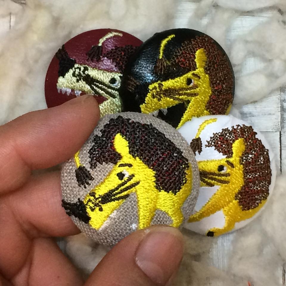 ライオンyellow38刺繍くるみボタン/4種ハンド