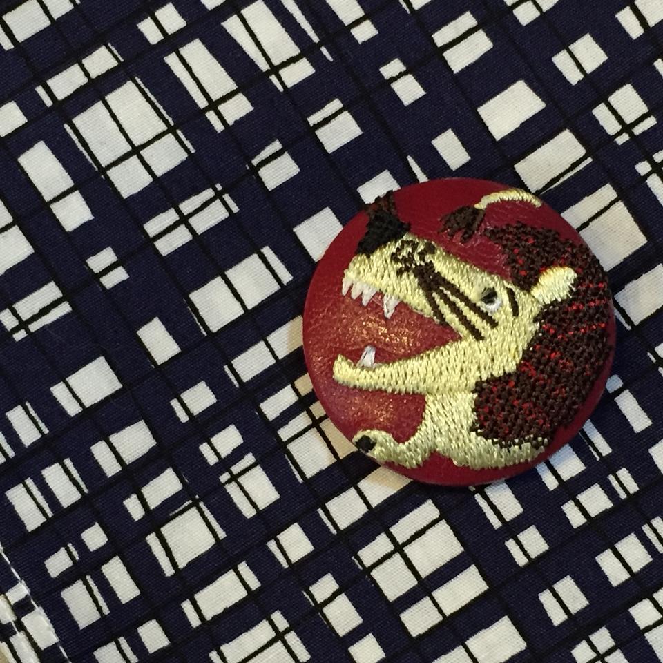 ライオンyellow38刺繍くるみボタン/チェックハンカチ