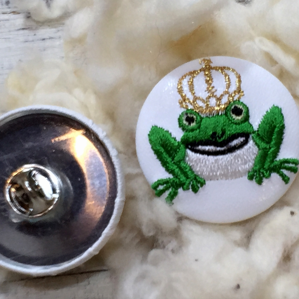 金冠カエルKING38刺繍くるみボタン/背面加工