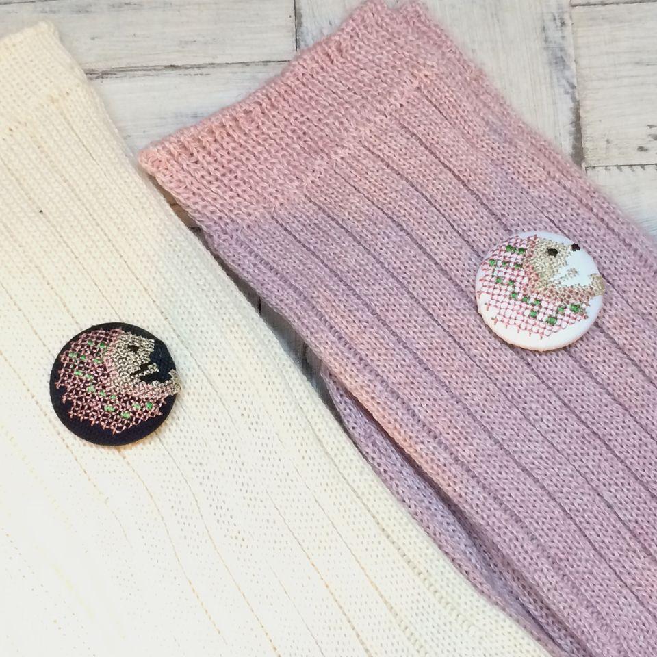 ハリネズミ[ピンク]刺繍くるみボタン靴下