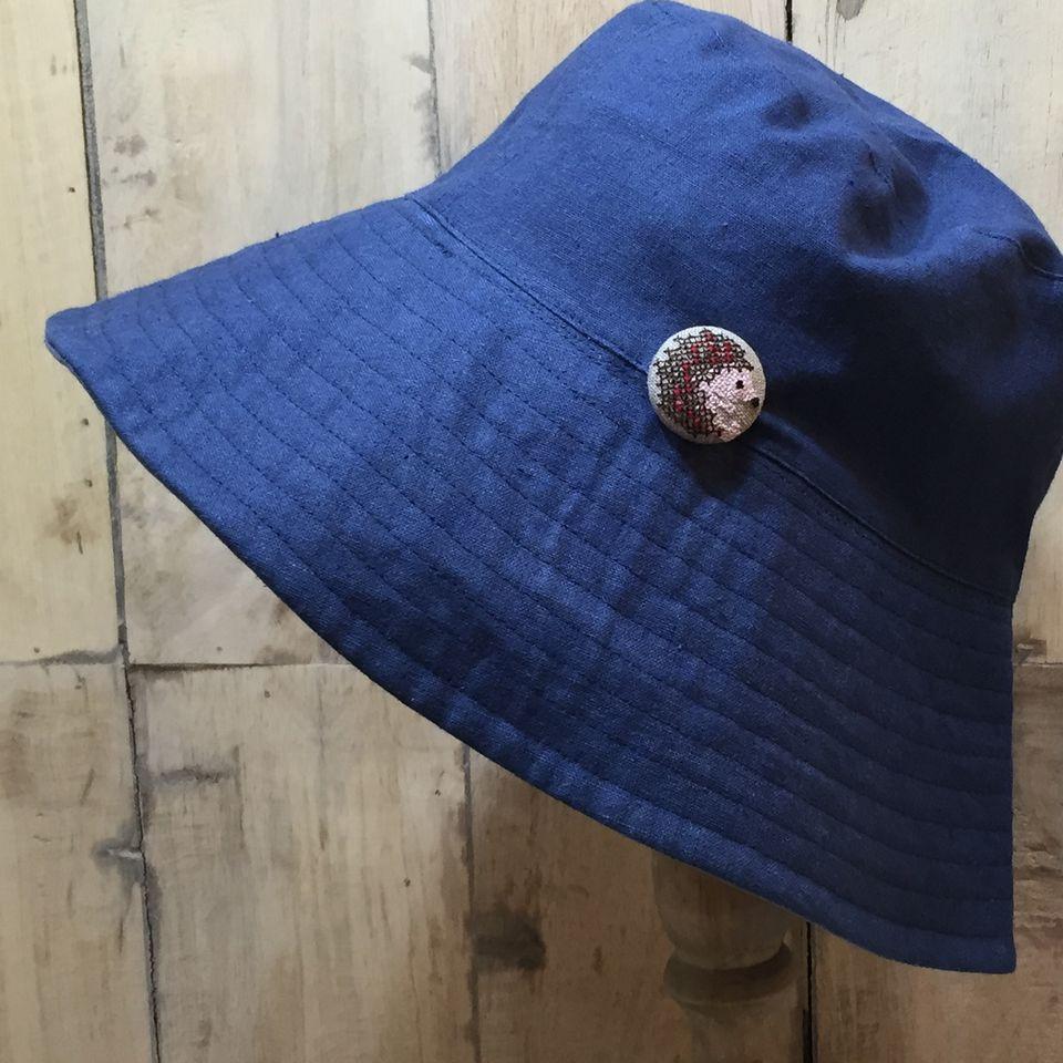 ハリネズミ[茶]刺繍くるみボタン帽子