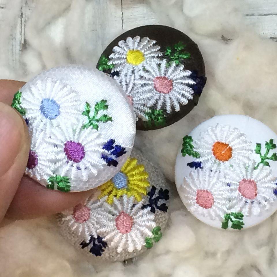 マーガレット[アソート]刺繍くるみボタンハンド