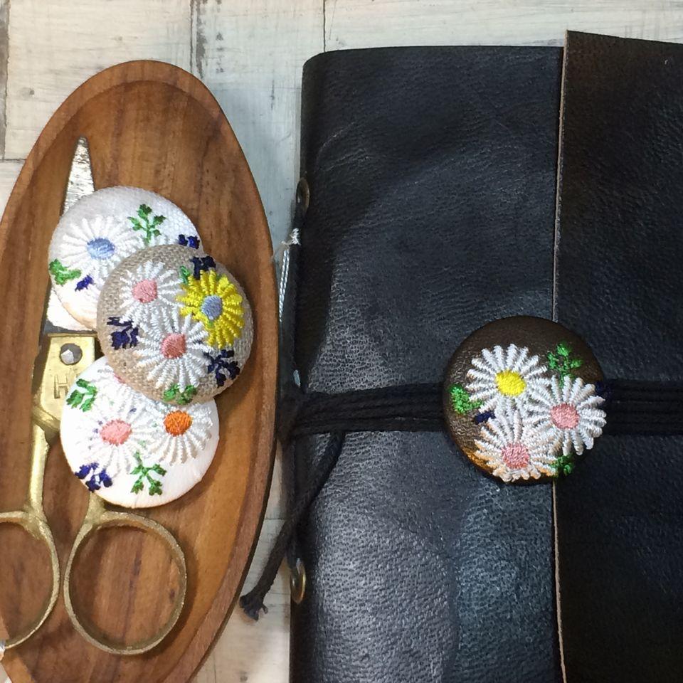 マーガレット[アソート]刺繍くるみボタン手帳