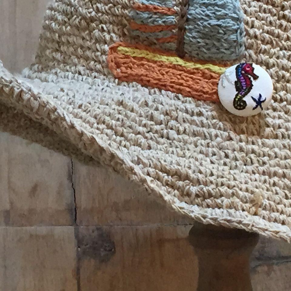 竜のオトシゴ&水玉刺繍くるみボタン帽子