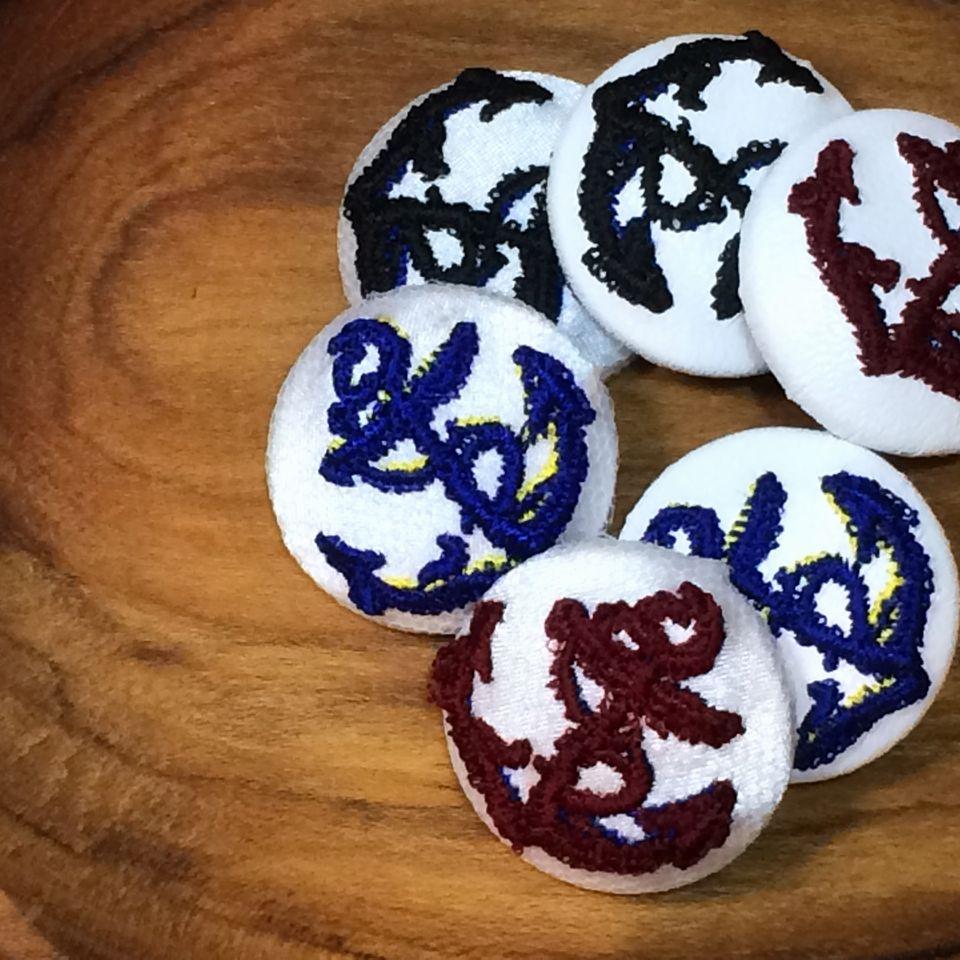 イカリ刺繍くるみボタン29/黒・紺・赤