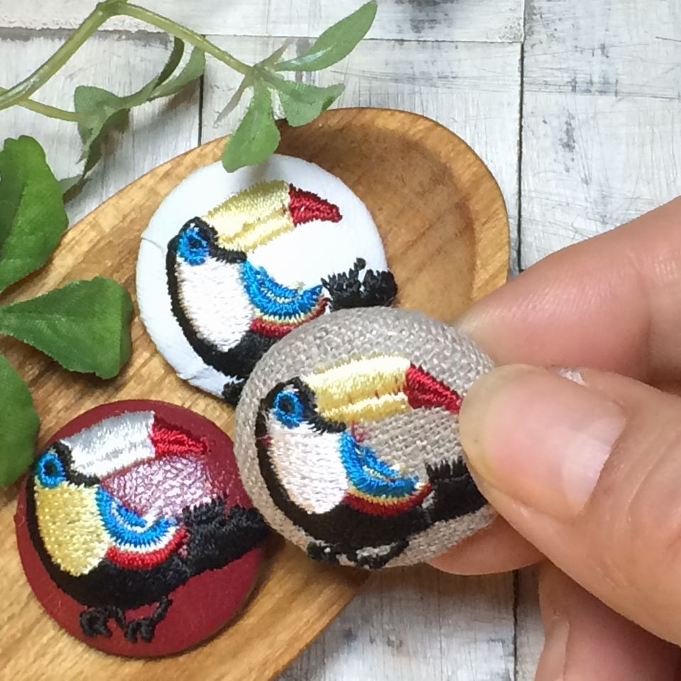 オオハシ刺繍くるみボタン[黒]ハンド