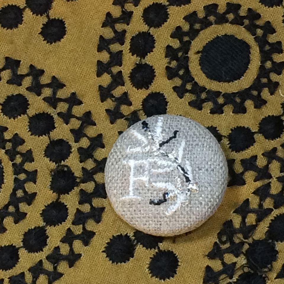 イニシャルオリーブ[F]刺繍くるみボタンバンダナ茶