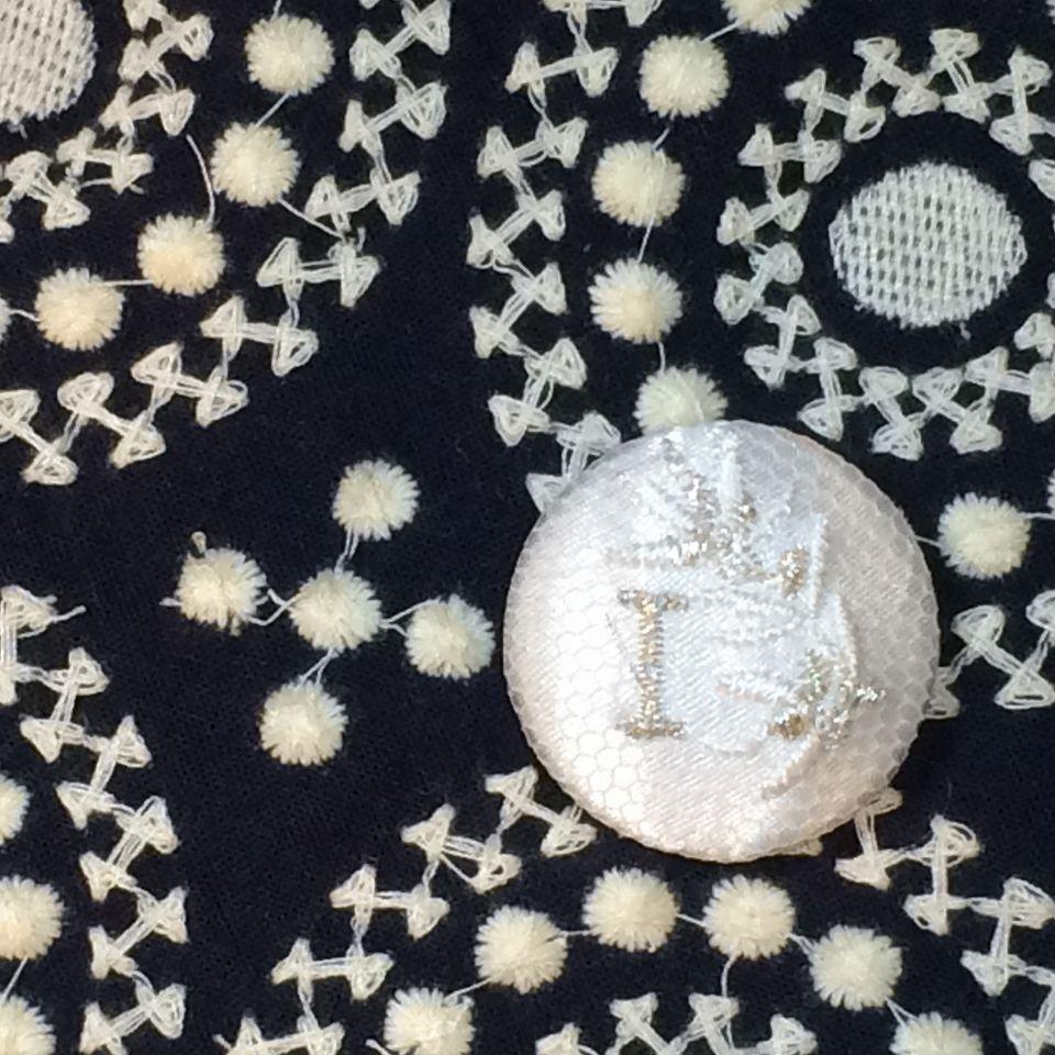 イニシャルオリーブ[I]刺繍くるみボタンバンダナ紺