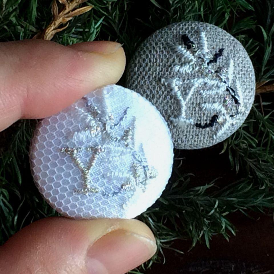 イニシャルオリーブ[Y]刺繍くるみボタンハンド