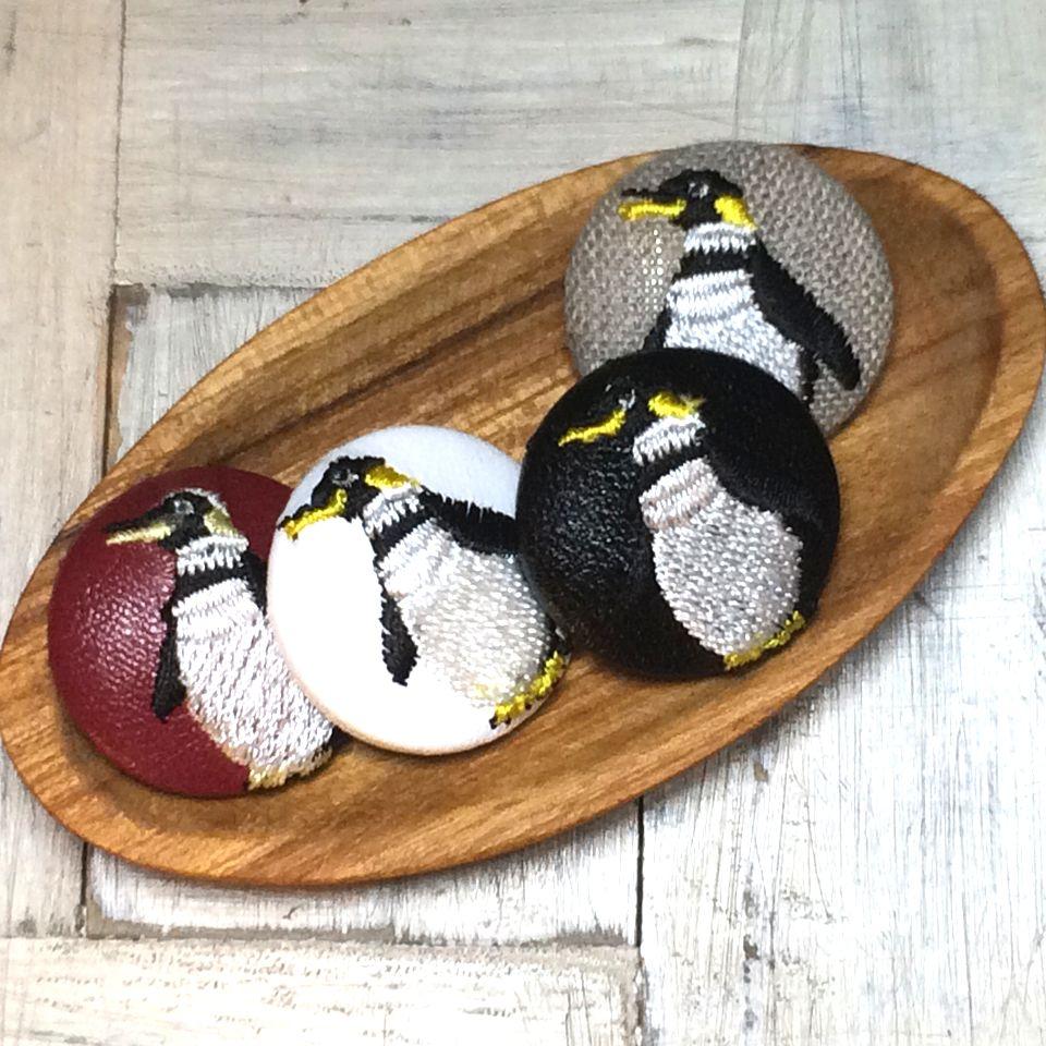 ペンギン刺繍くるみボタン29/木のトレー