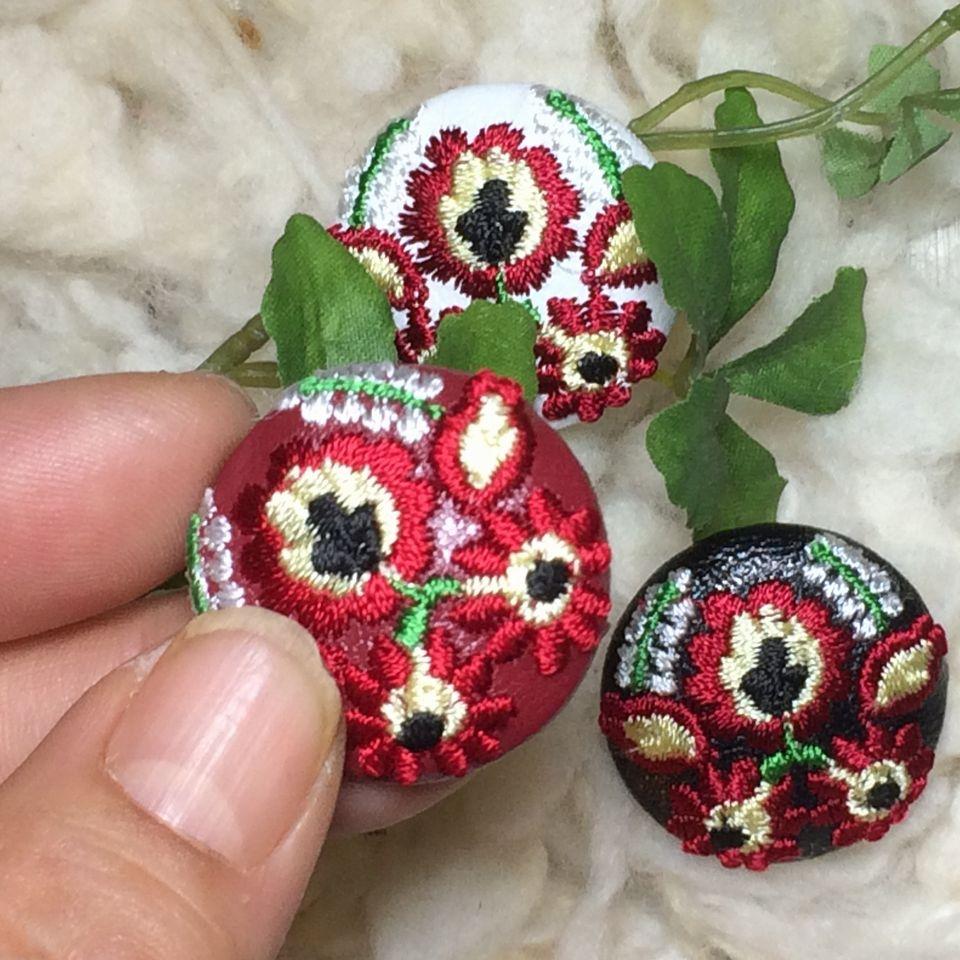 Hungary花と実[白]]刺繍くるみボタン/3種+ハンド