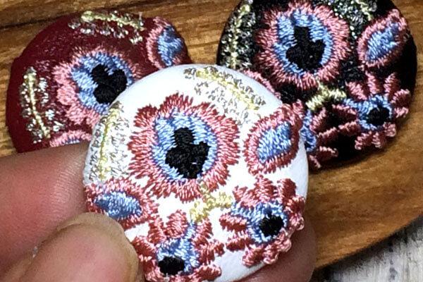 ハンガリー刺繍切手/花と実[シルバー]刺繍くるみボタン