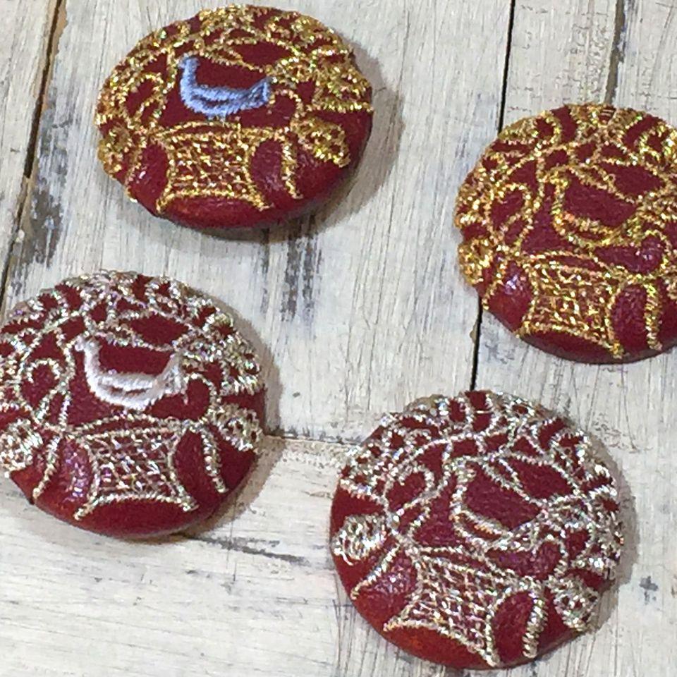 鳥カゴかずら[銀ミックス]刺繍くるみボタン/赤革