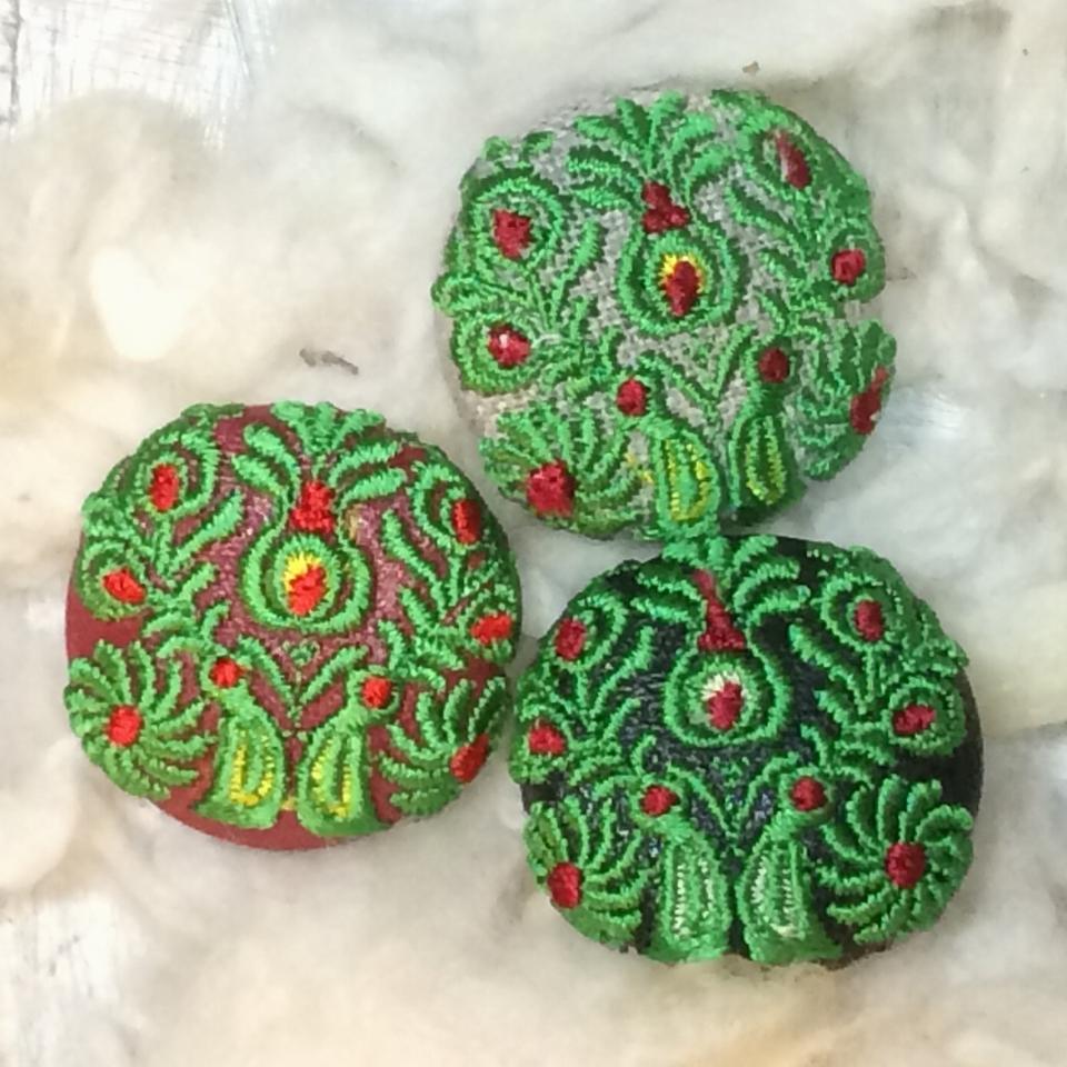 Hungary孔雀[緑]刺繍くるみボタン/3種
