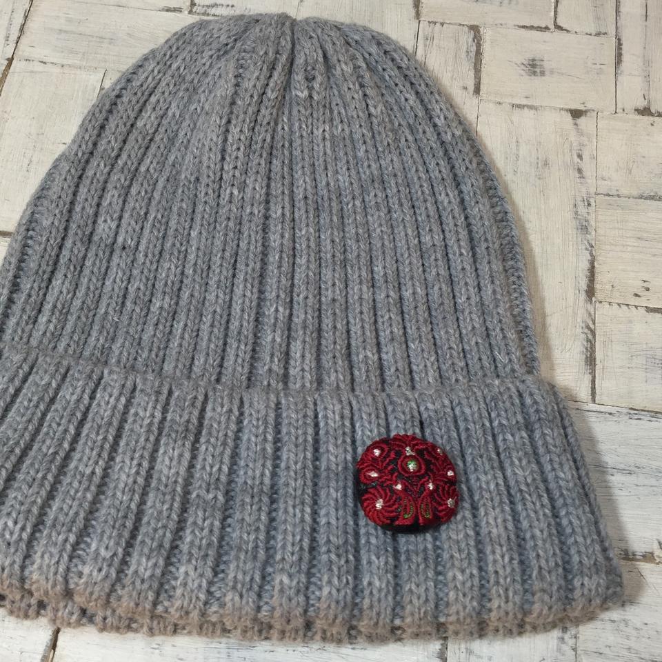 Hungary孔雀[赤]刺繍くるみボタン/ニット帽+黒革