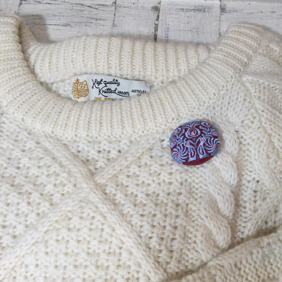 Hungary孔雀[ブルーグレー]刺繍くるみボタン/セーター