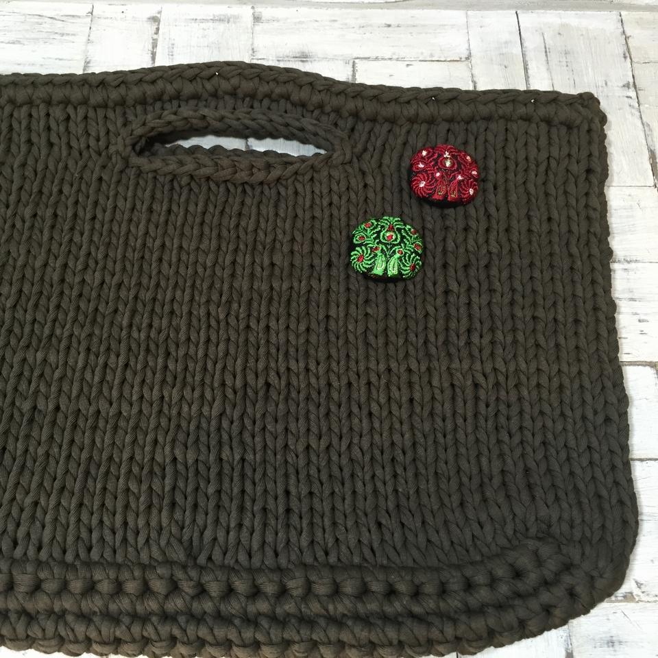 Hungary孔雀[赤][緑]刺繍くるみボタン/バック