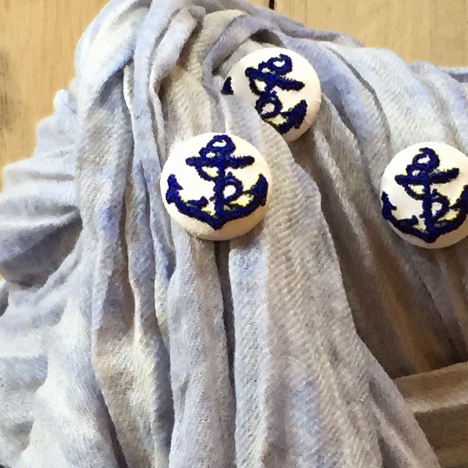イカリ刺繍くるみボタン29/紺/ストール
