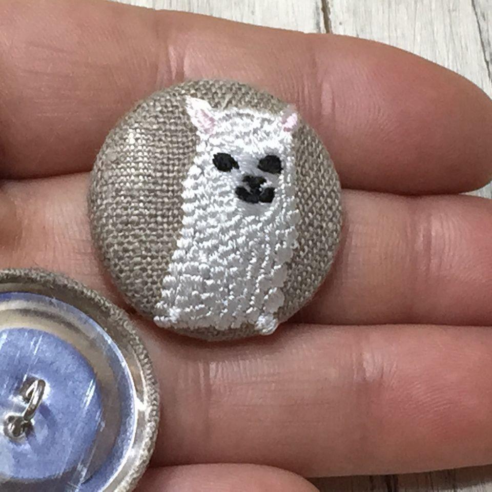 アルパカ[白]刺繍くるみボタン手のひら麻Natural