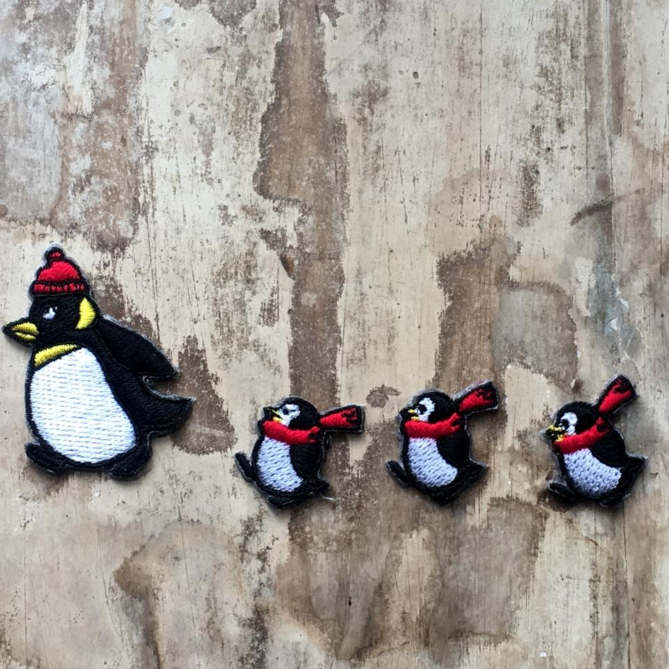 ペンギンの行進刺繍ワッペン/親子ヨチヨチ