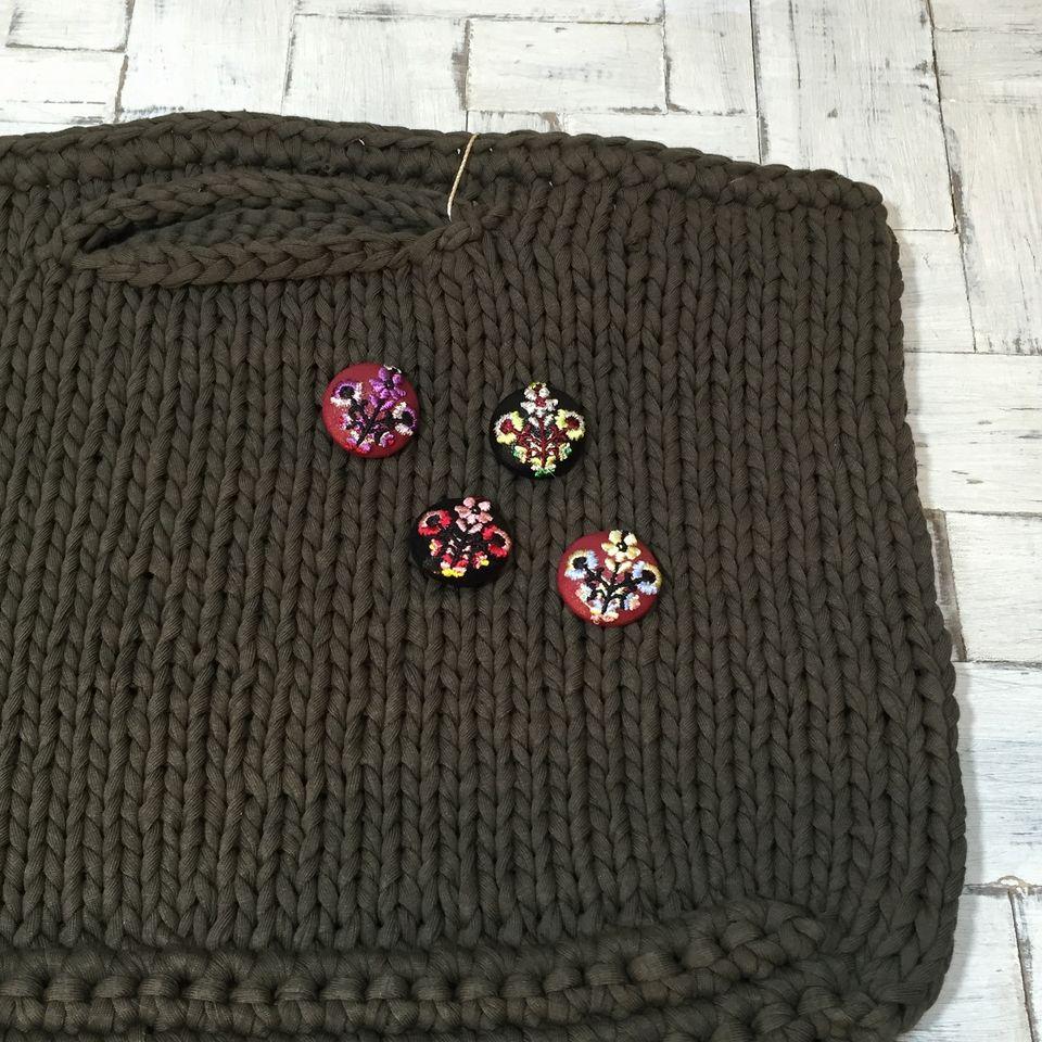 花3輪Hungary[銀]刺繍くるみボタンバックに刺繍糸色