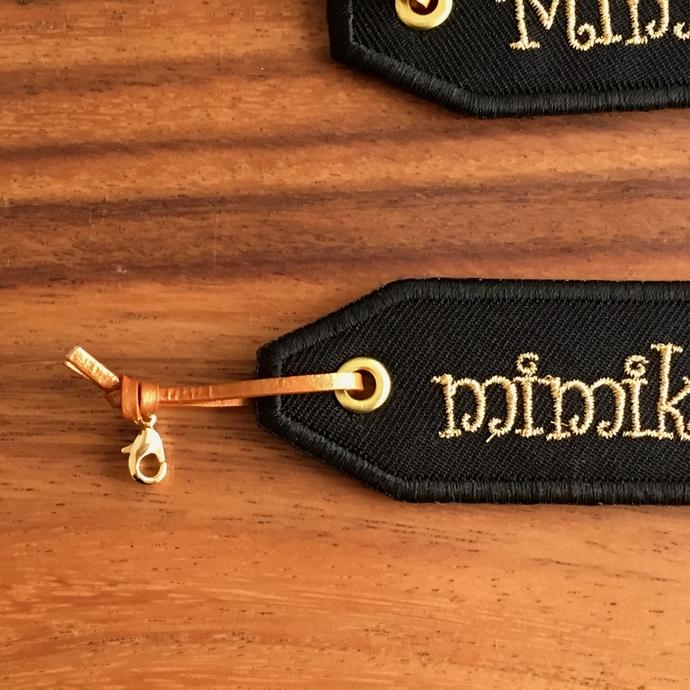 名入れ刺繍ネームプレート/Curly体革紐