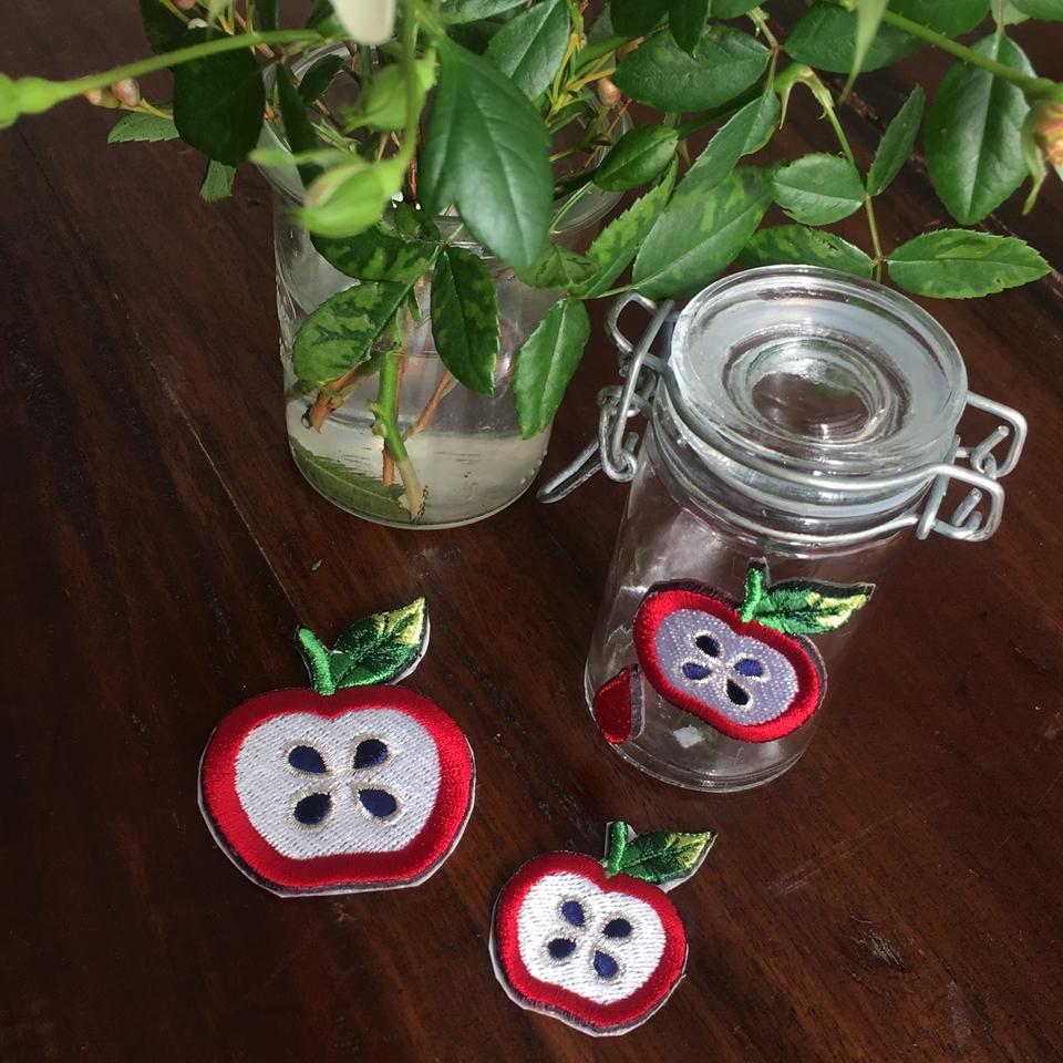 フルーツワッペン リンゴ/ガラスとお花