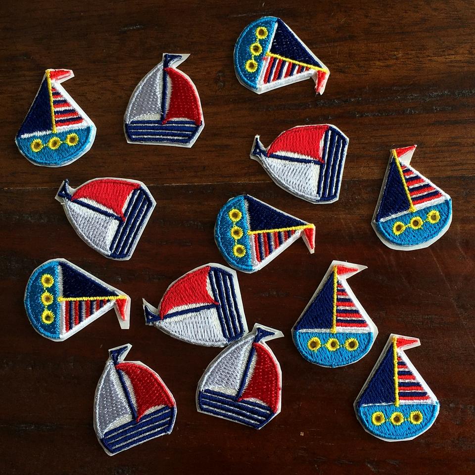 ボーダーヨット刺繍ワッペンとトリコロールヨット刺繍ワッペンバラバラ