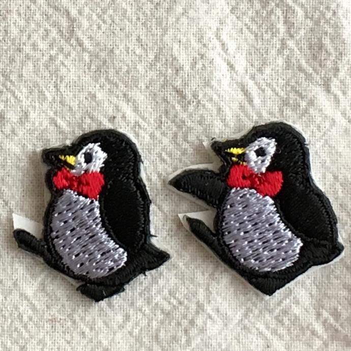 ペンギン刺繍行進[シルクハット]ワッペン子アップ