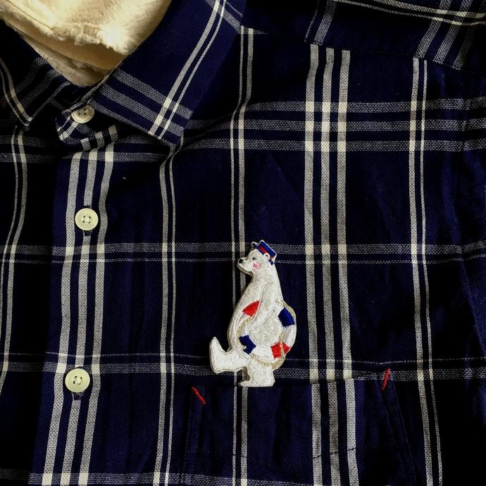 白クマの行進[浮き輪]ワッペンシャツへ